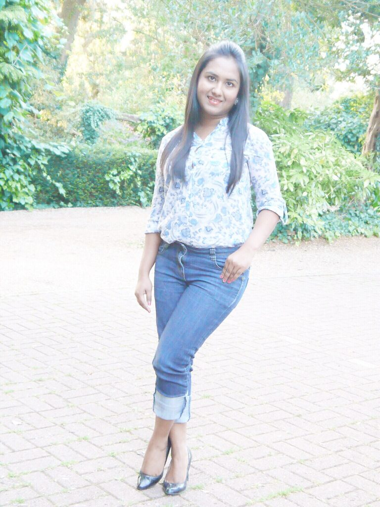 Petite Outfit Of The Day Zara Blouse+ Rolled Up Jeans - Elegantly Fashionable